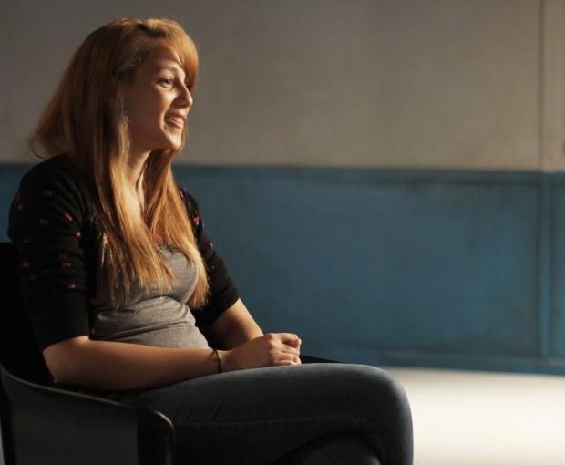 """Amanda, uma das estudantes entrevistadas em """"Últimas Conversas"""", de Eduardo Coutinho"""