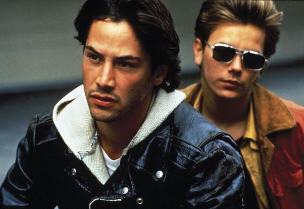 """Keanu Reeves e River Phoenix em cena de """"Garotos de Programa"""" (1991), de Gus Van Sant"""