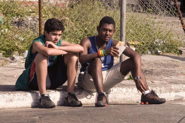 """Cinema: os atores Matheus Fagundes (esq.) e Thiago de Matos em cena do filme """"Ausência"""", de Chico Teixeira. (Foto: Divulgação)***DIREITOS RESERVADOS. NÃO PUBLICAR SEM AUTORIZAÇÃO DO DETENTOR DOS DIREITOS AUTORAIS E DE IMAGEM***"""