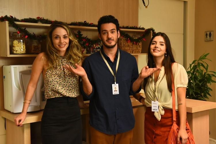 NO SET Rosanne Mulholland, Marcos Veras e Giovanna Lancellotti rodam 'Festa da Firma', que estreará em 2017 (Créditos: Paprica Fotografia/ Divulgação)